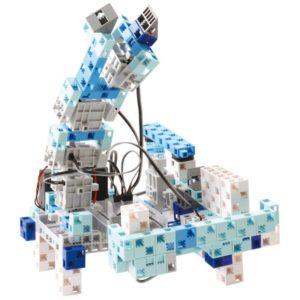 robot avec bras mécanique